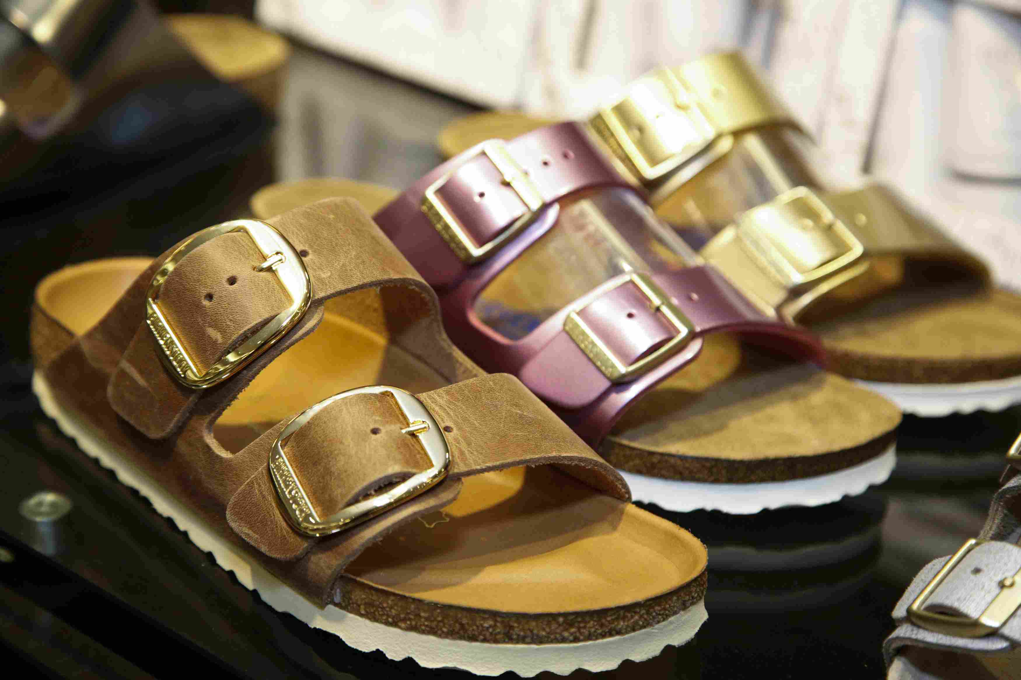0e47bc365 5 Sandals to Wear With Women s Jeans