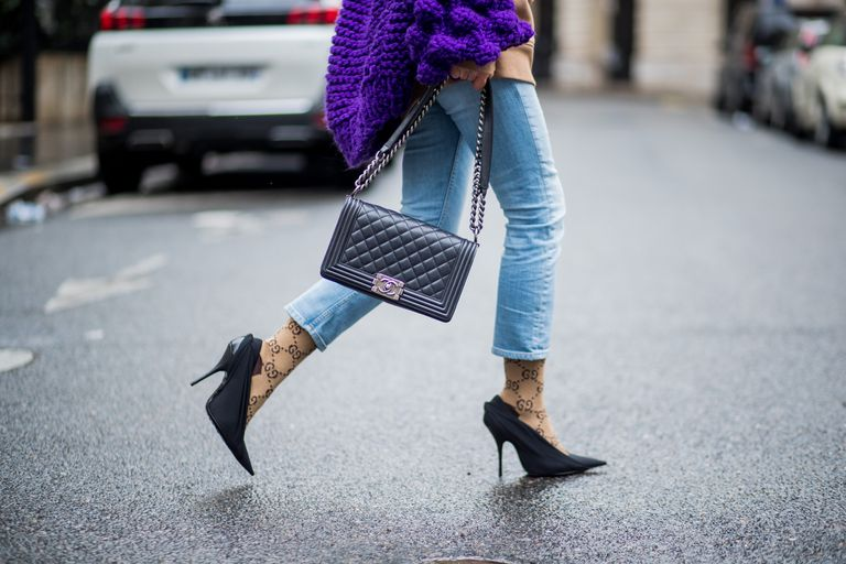 Street style cropped jeans and Chanel purse