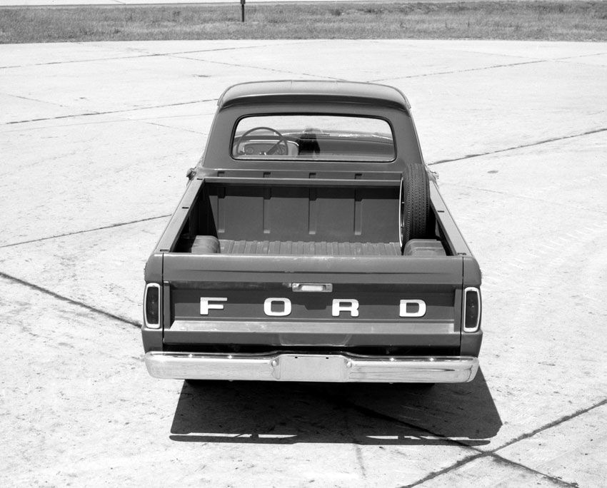 1965 Ford F-100 Truck