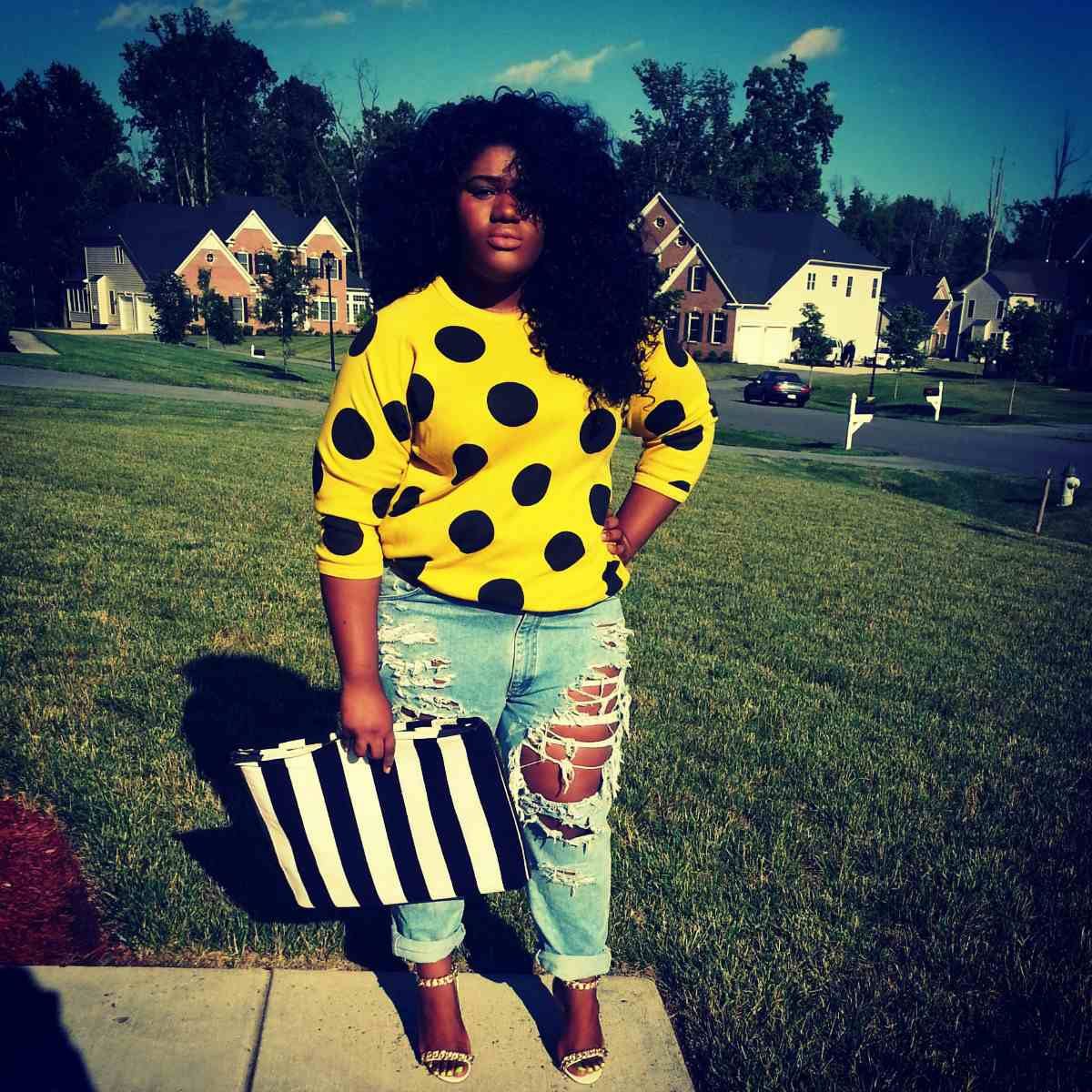 45790b344217 14 Plus Size Jeans Outfits That Will Turn Heads