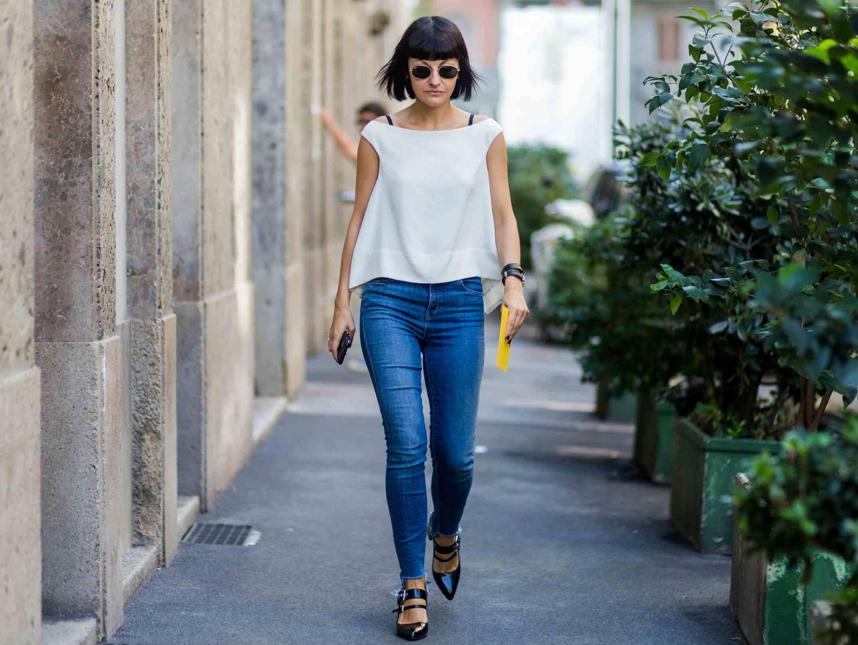 Street style woman in skinny jeans