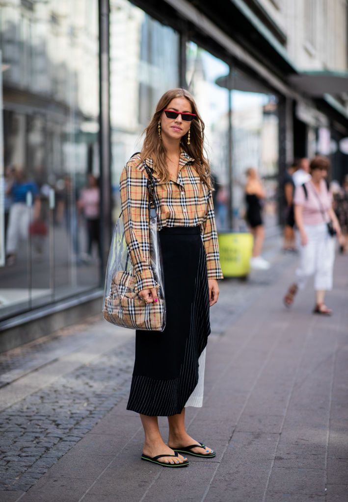 10 Classy Plaid Shirt Outfits To Wear Now