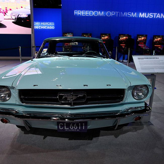How Can You Tell a 1965 Mustang From a 1966?