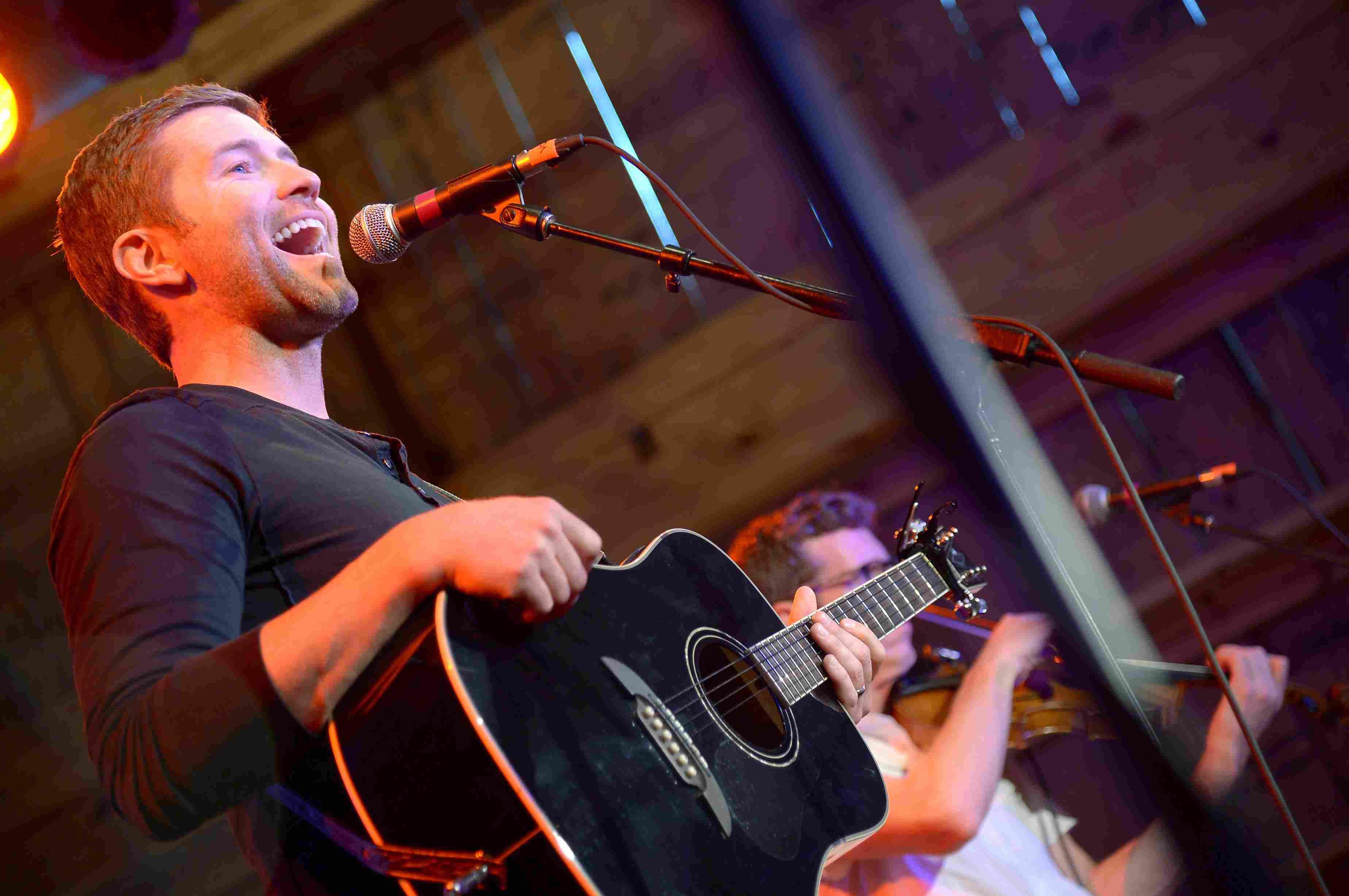 Josh Turner singing in concert