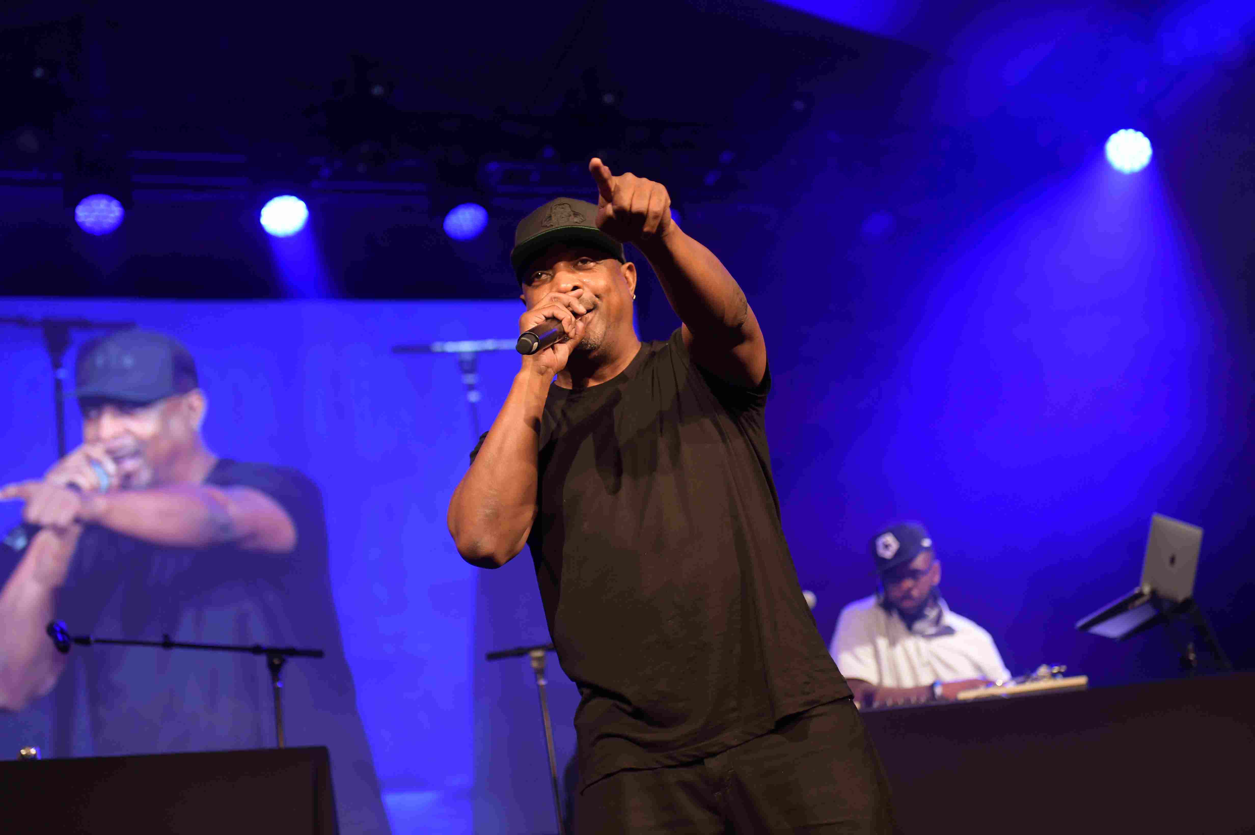 Russell Simmons' Rush Philanthropic Arts Foundation Hosts 'Midnight At The Oasis' Annual Art For Life Benefit - Inside