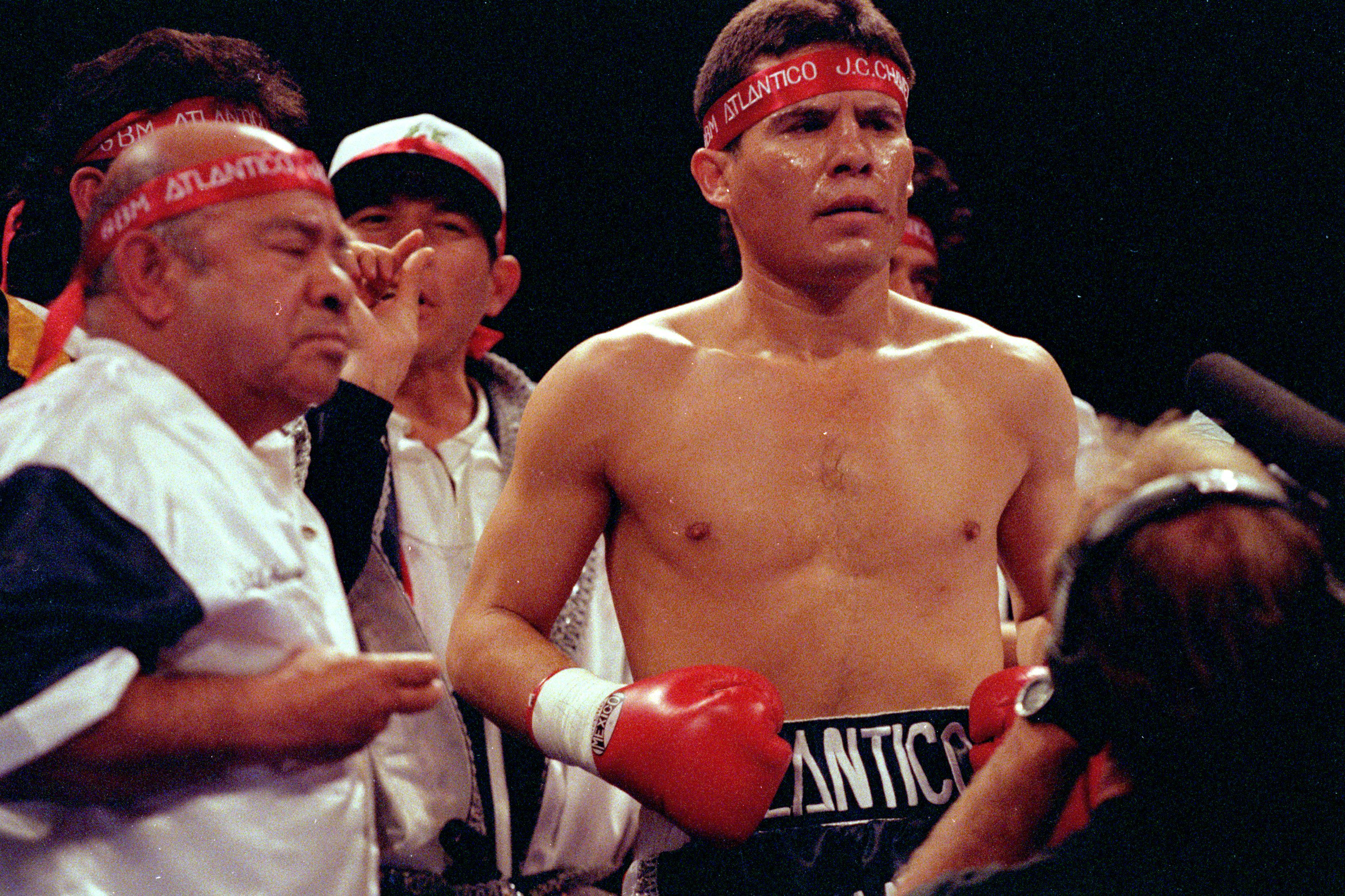 Julio Caeser Chavez dances in the ring before the fight against Greg Haugen