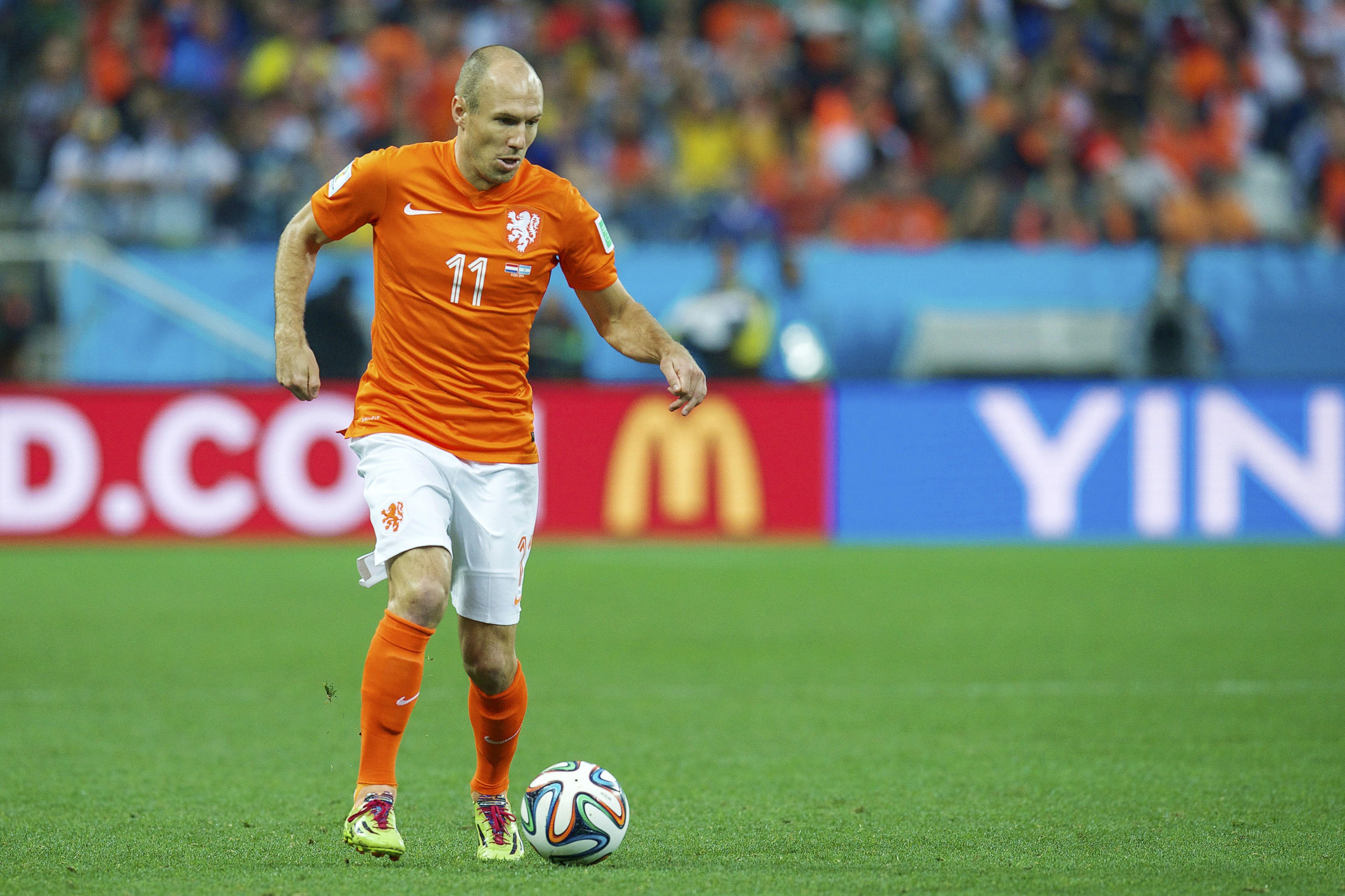 Arjen Robben faces Argentina