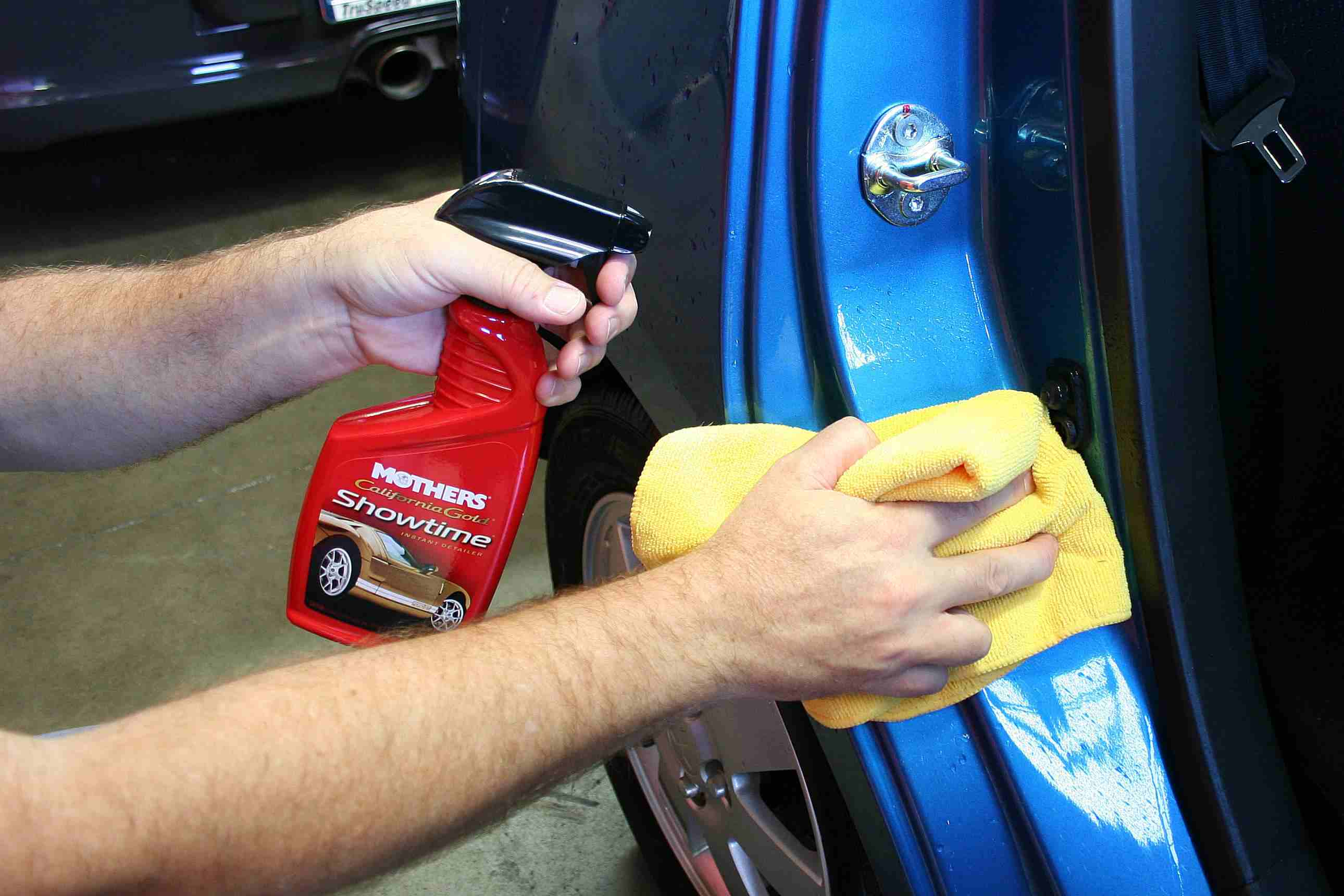 How to detail a car - cleaning the jambs