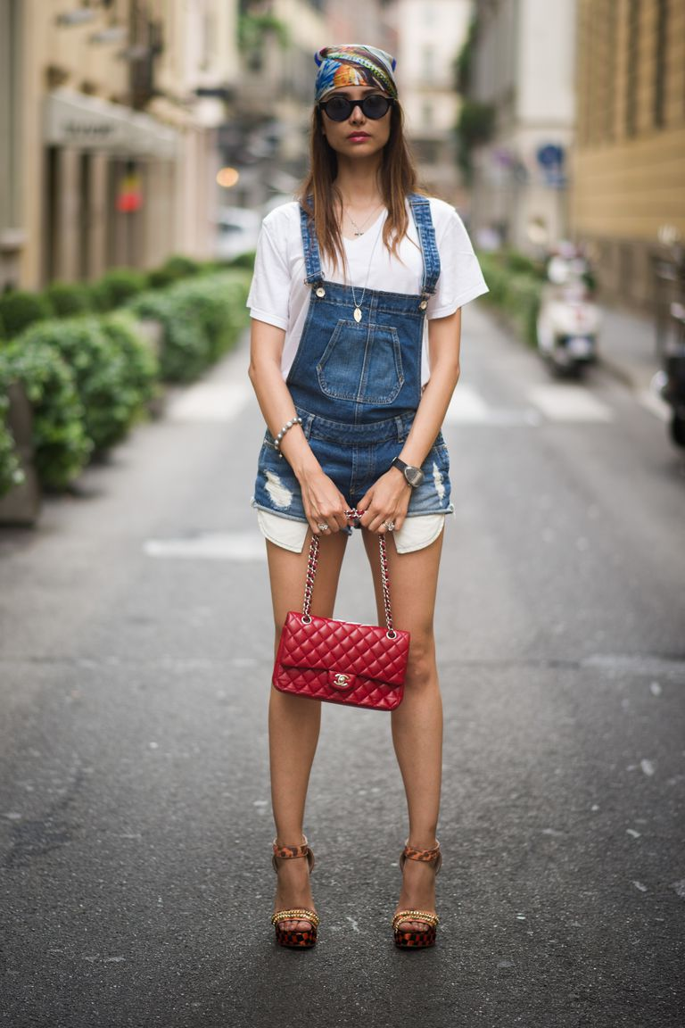 7c12e252670 Street Style - 10 Stylish Outfits in Denim Overalls