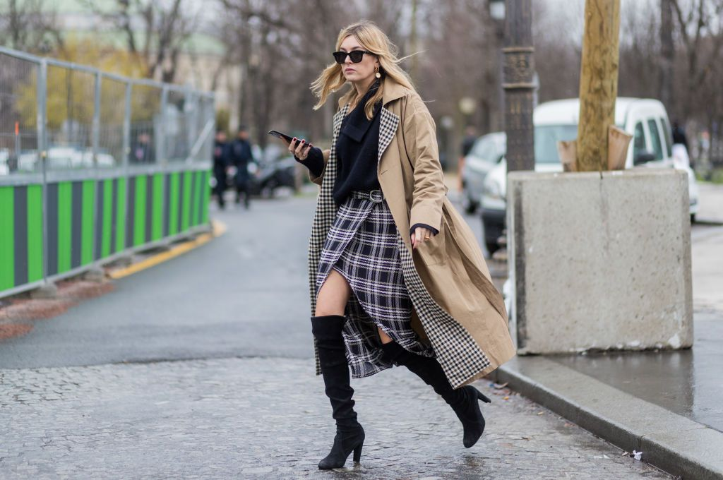 Street style woman in camel coat with plaid lining