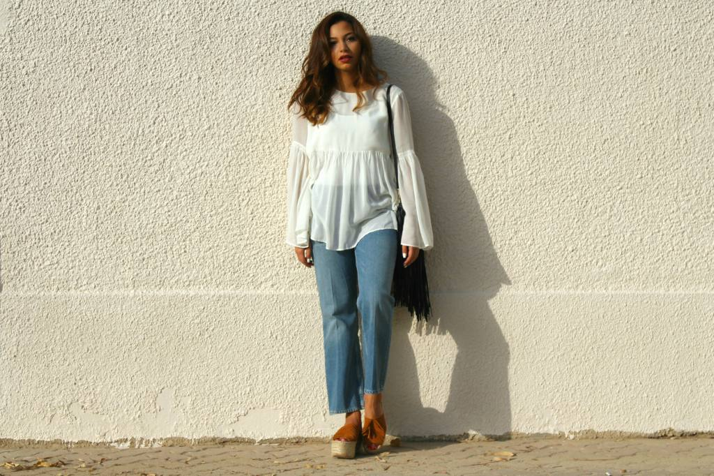 Cropped jeans and white top outfit