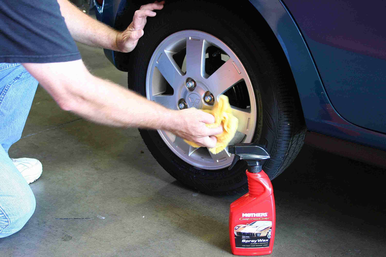 How to detail a car - Wax the wheels