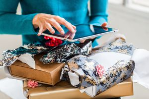 Resales of gifts online