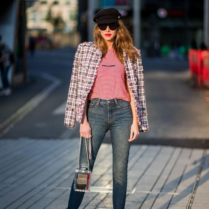 Street style woman in tweed jacket and skinny jeans