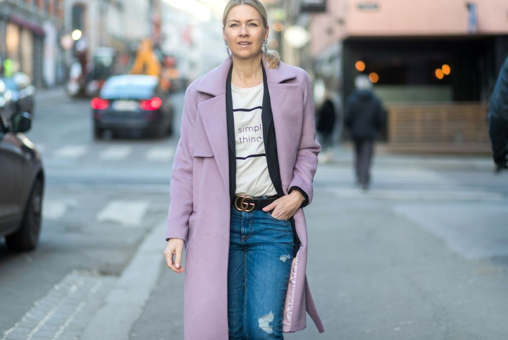 Street style woman pink coat and jeans