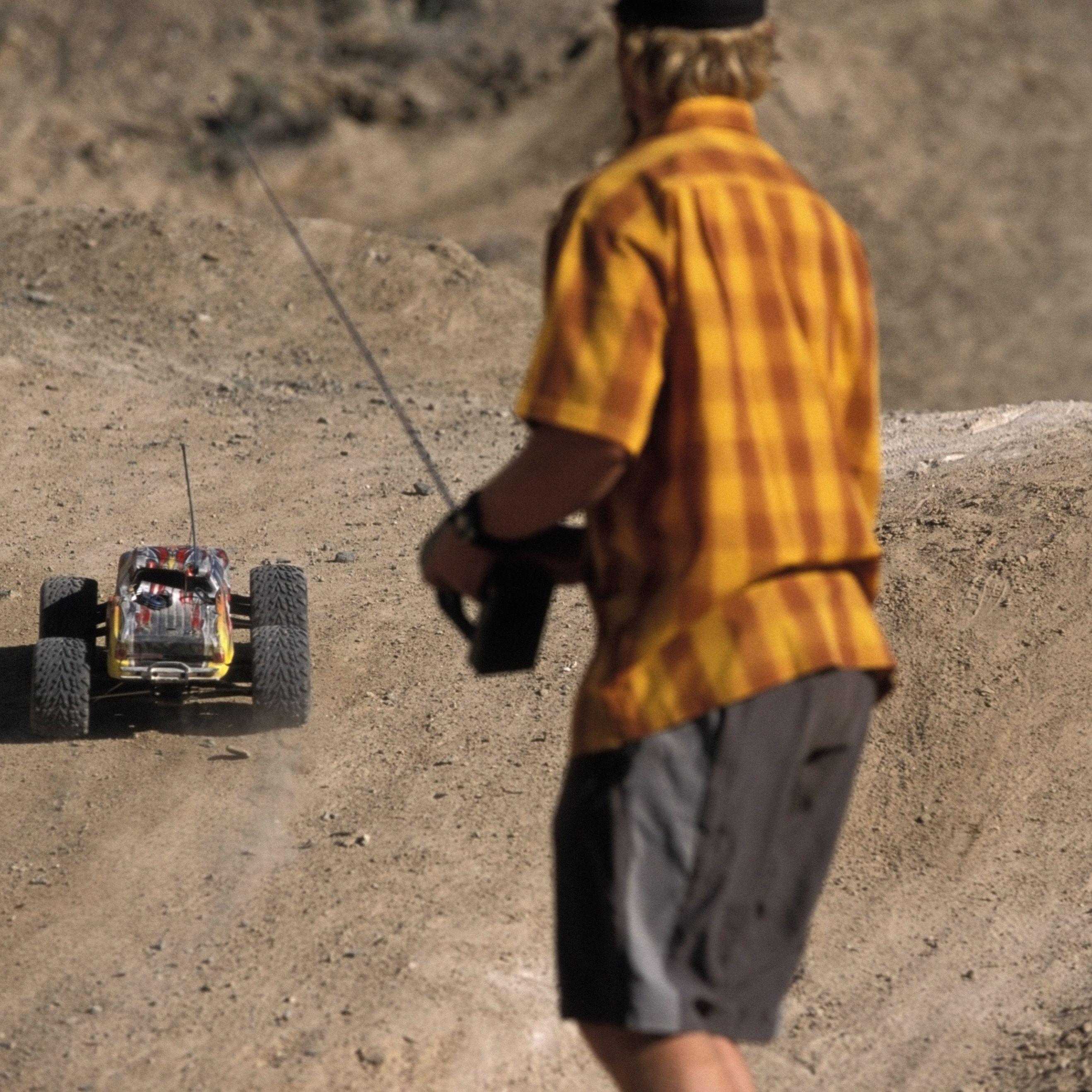 Remote Control RC Car 4x4 Crawler 1:24 Scale 4 Wheel Drive 6km//h Li-Po Battery