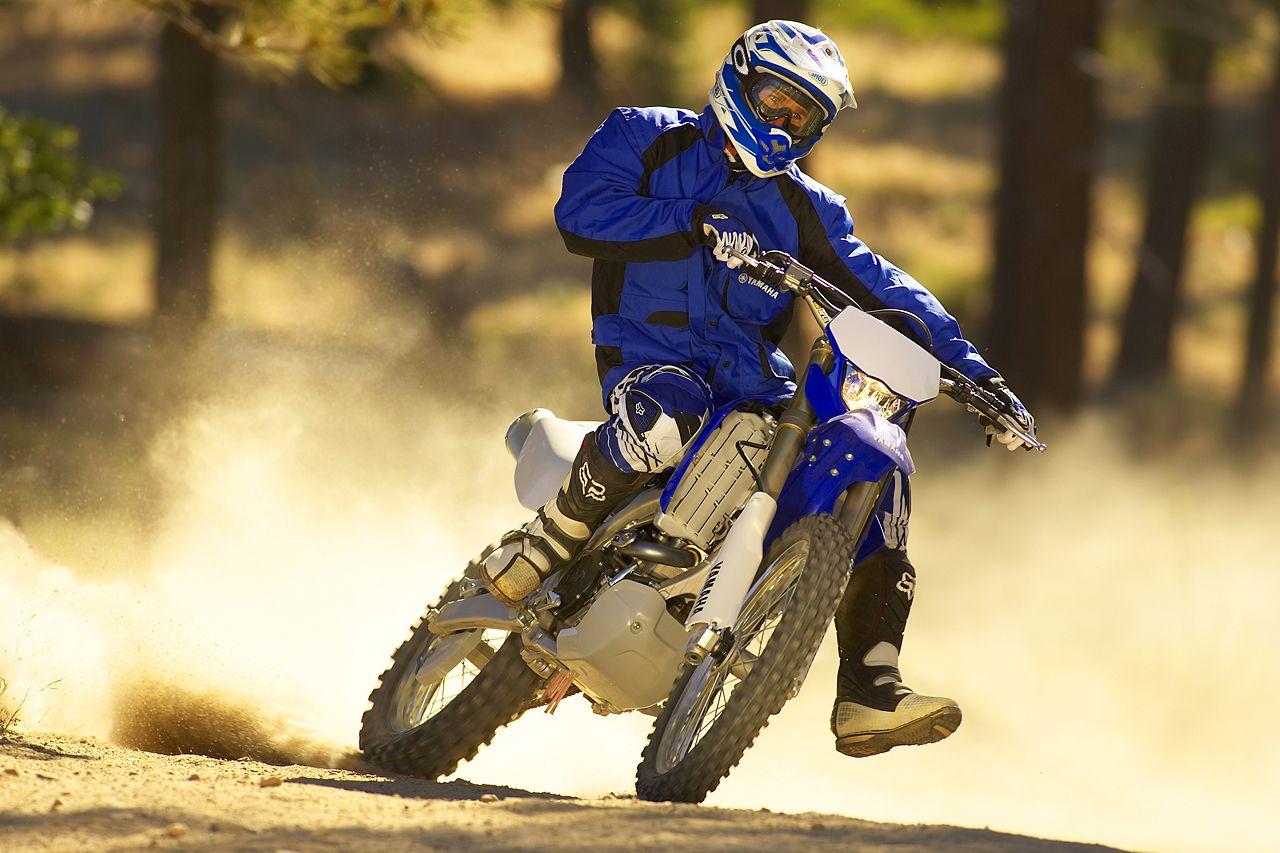 Proper posture when turning on a dirt bike