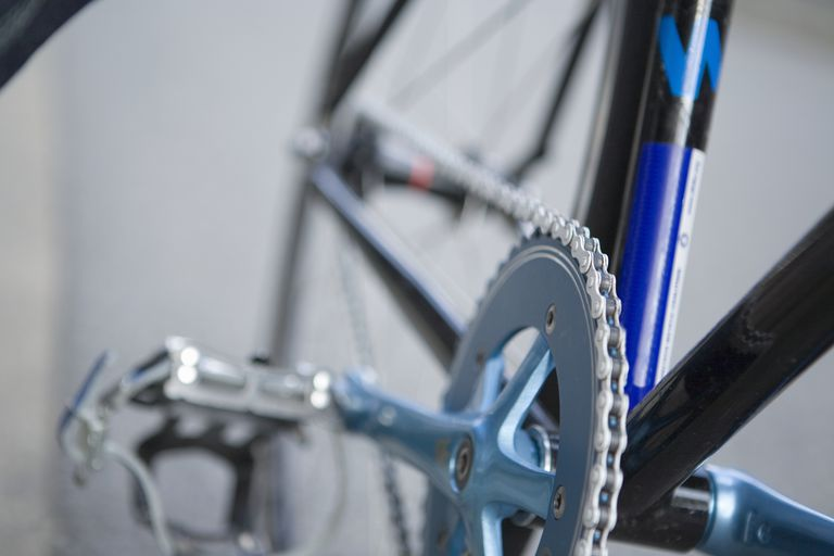 Bicycle chain (selective focus)
