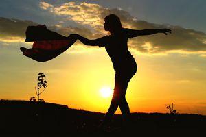 silhouette woman dancing