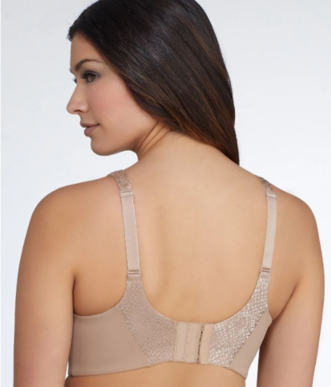 99115bce4b0c1 9 Smoothing Bras to Prevent Back Bulge