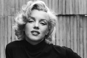 Marilyn Monroe black and white portrait