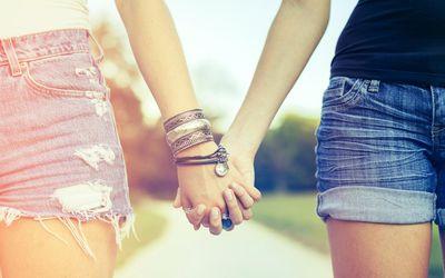 do girls like holding hands