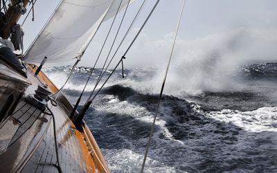 Review of MacGregor Trailerable Sailboat