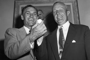 Ben Hogan and Ike Grainger with a British golf ball in 1953