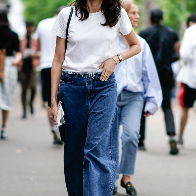 Street style in t-shirt and baggy jeans