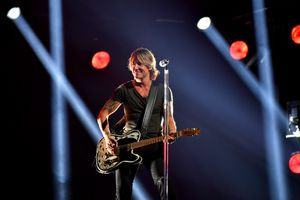 keith urban performing country music