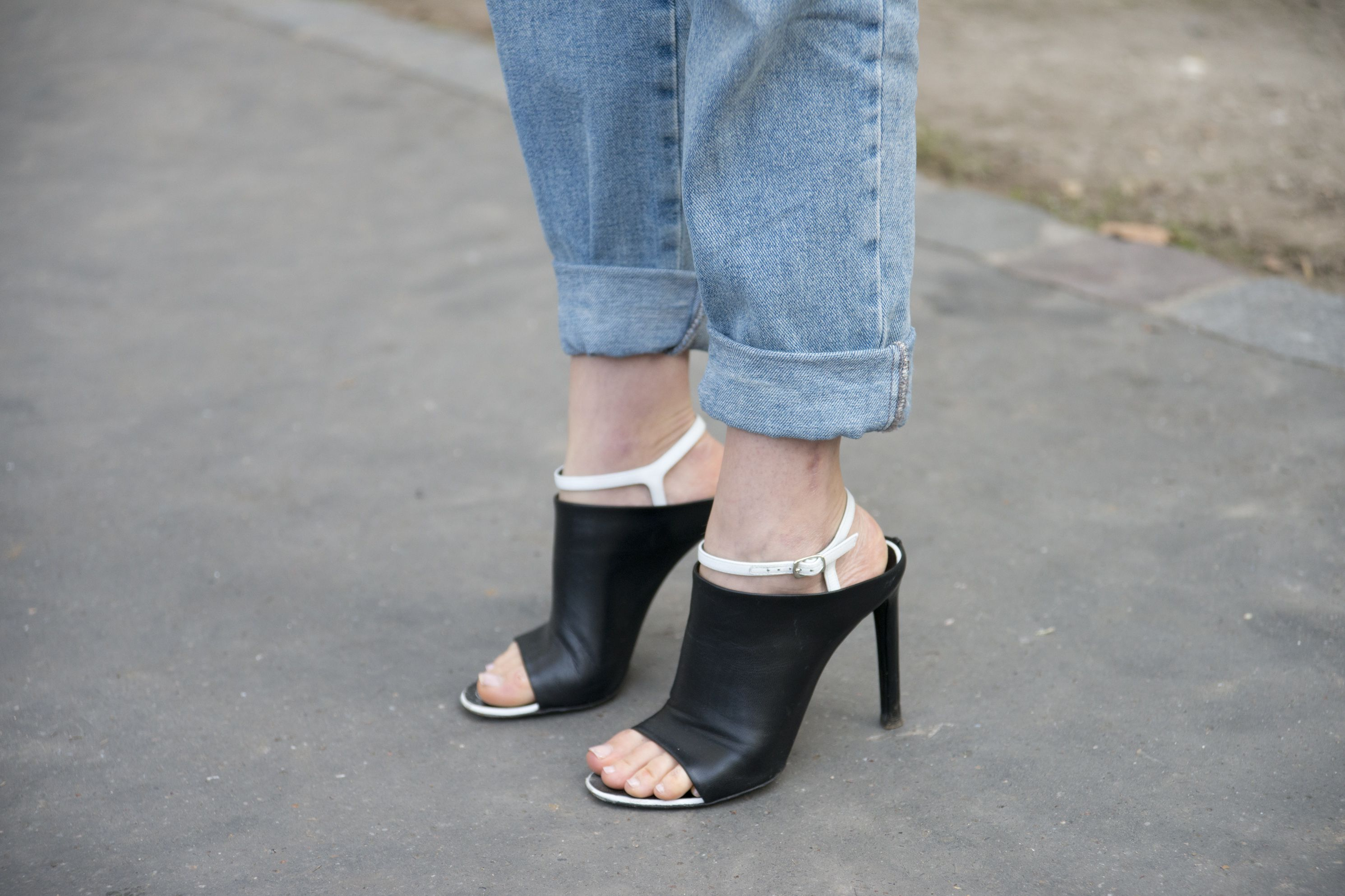 c56b5fb7b266 Shoes to Wear With Cropped Ankle Length Jeans