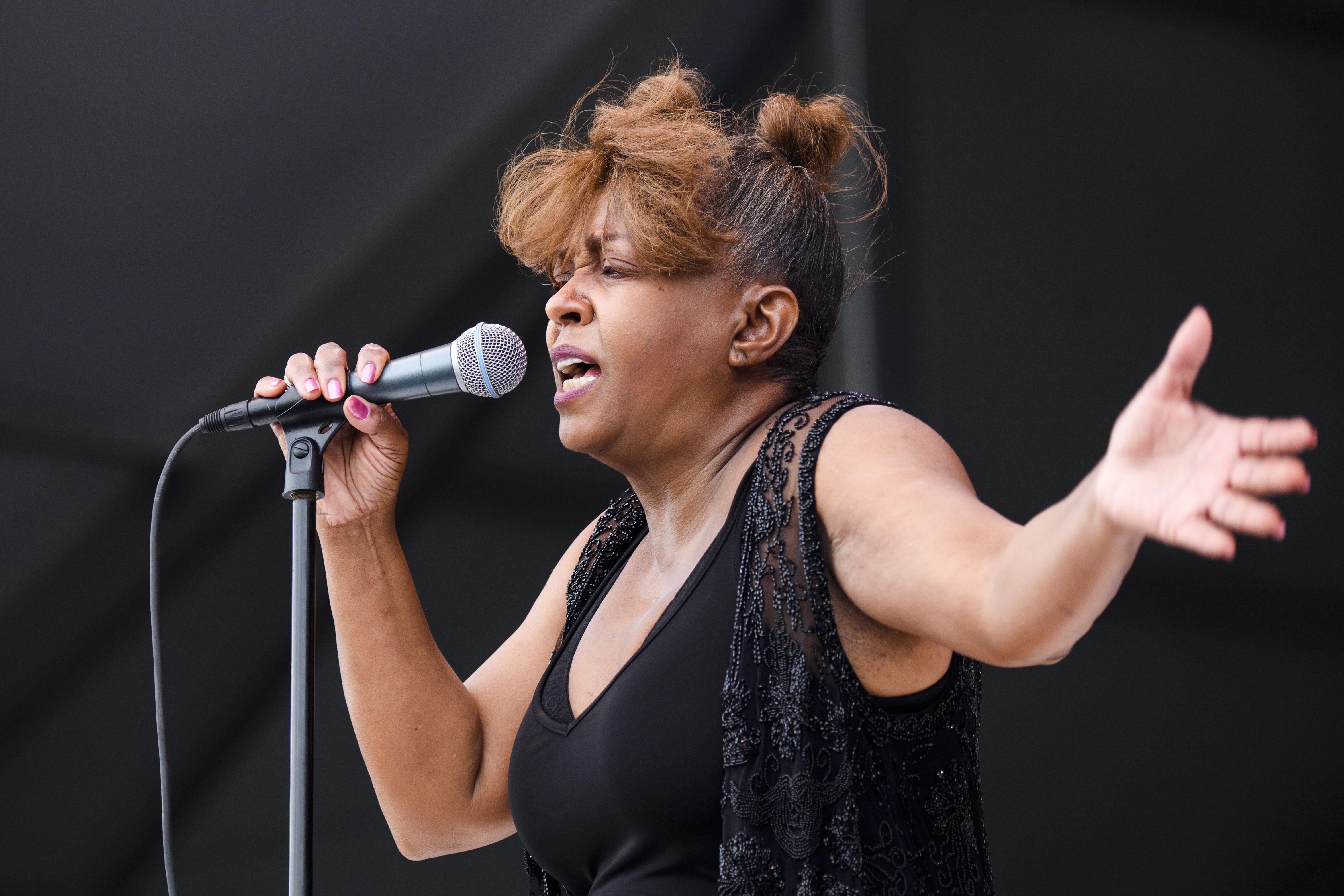 Anita Baker performing onstage