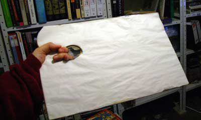 How to hold a painting palette