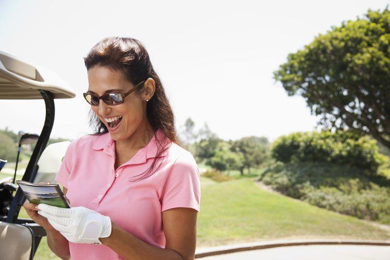 Woman writing down her golf score on the scorecard