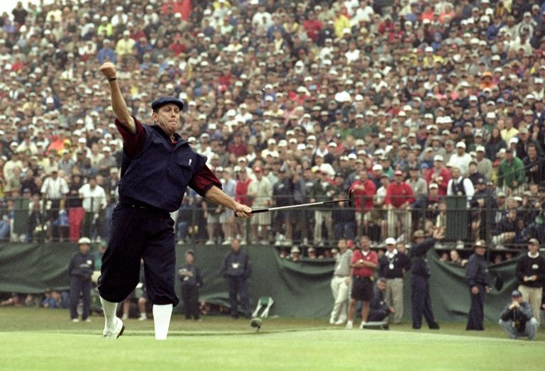 Payne Stewart celebrates victory after sinking his final putt during the last day of the 1999 US Open