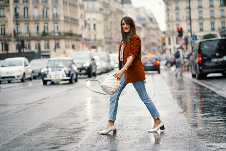 Street style woman in jeans and blazer in Paris