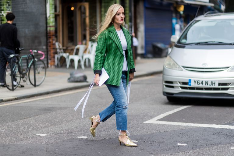 Street style woman wearing jeans and blazer