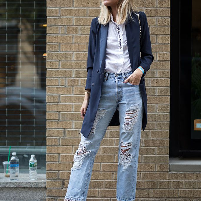 Street style distressed jeans outfit