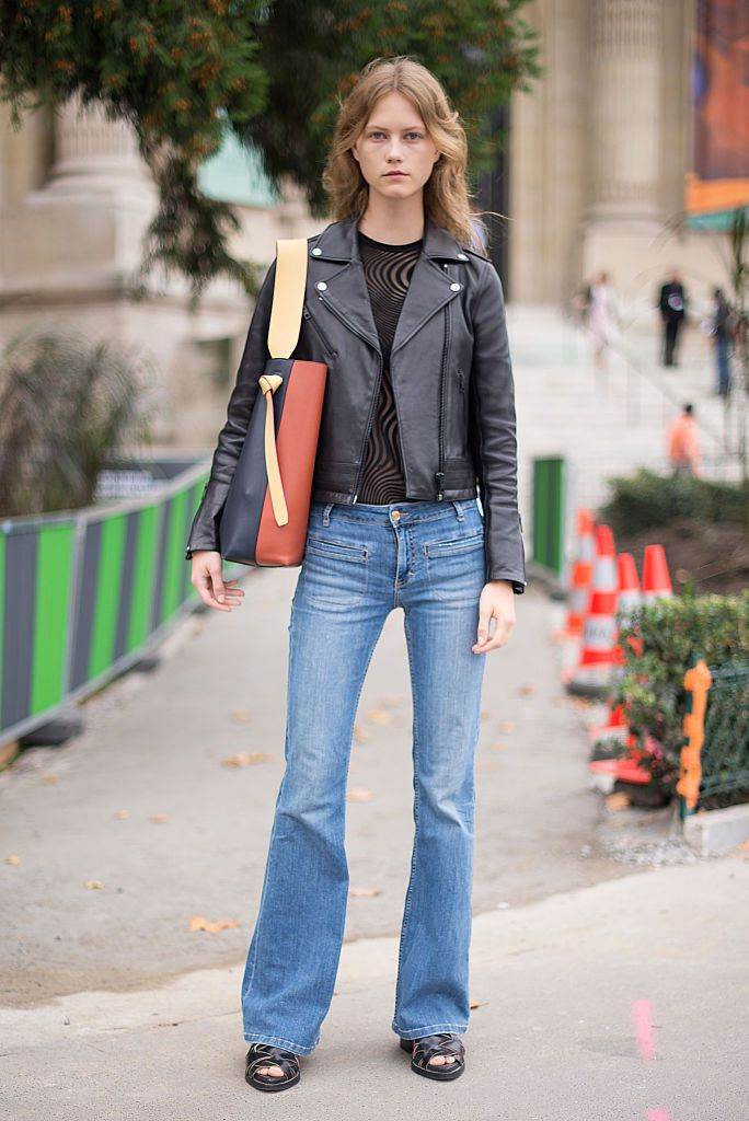 3b300532998c How to Wear Flare Jeans  10 Fashionable Outfit Ideas