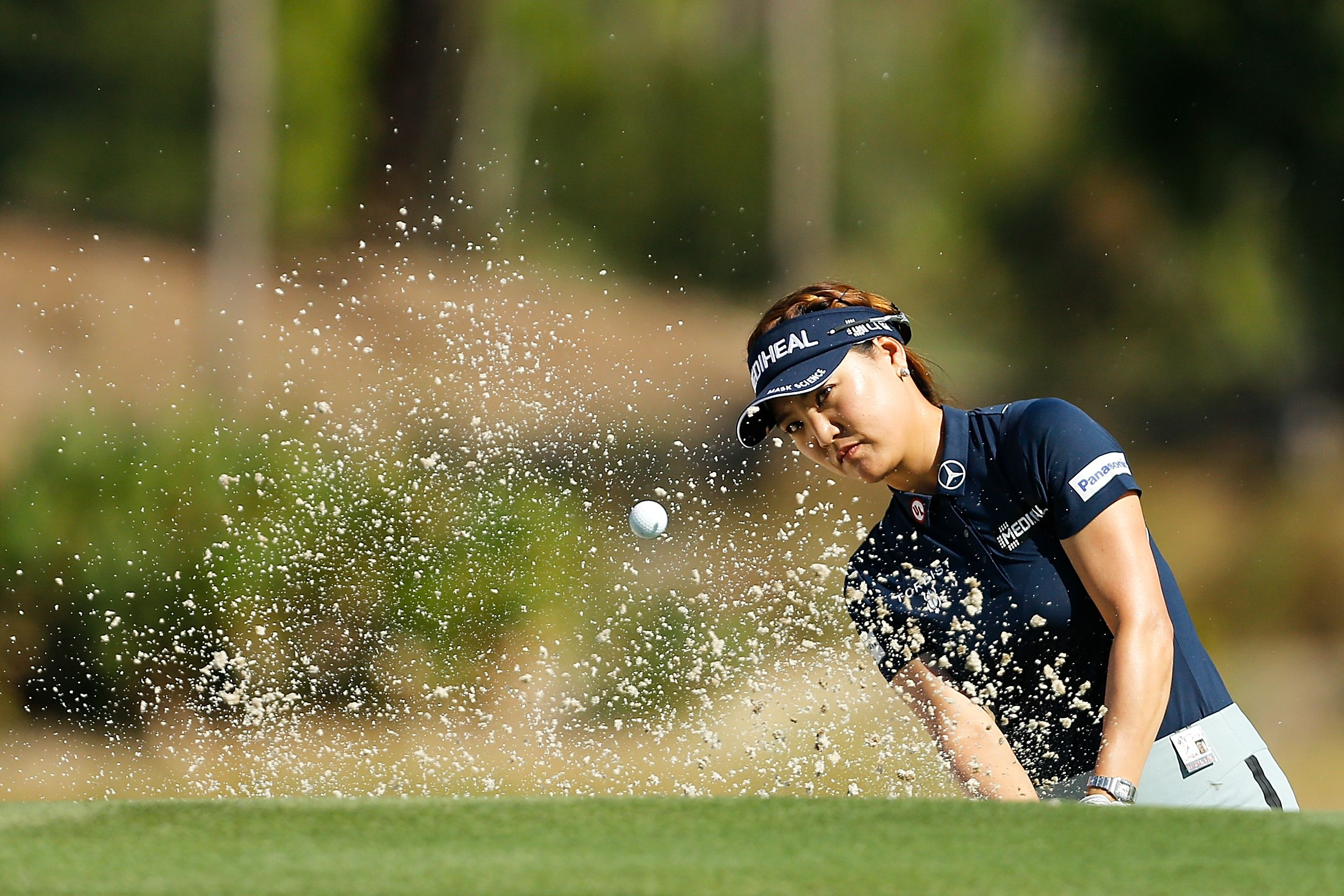 Golfer So Yeon Ryu plays a bunker shot during the 2018 CME Group Tour Championship.