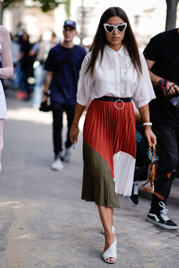 493a04c8db Woman wearing white shirt and pleated skirt street style