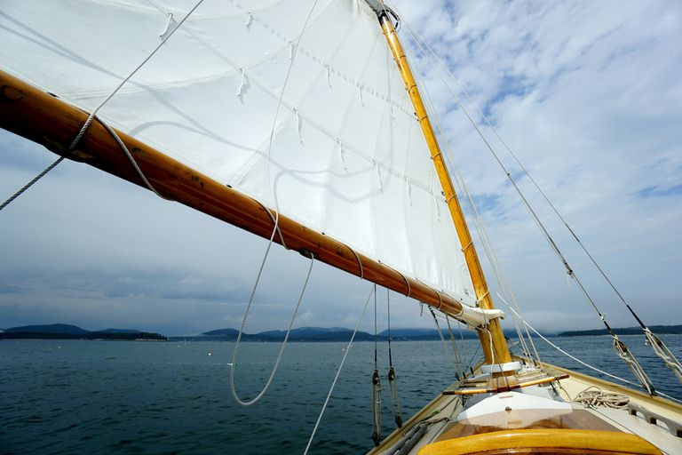 Choosing a Sloop or Ketch Sailboat