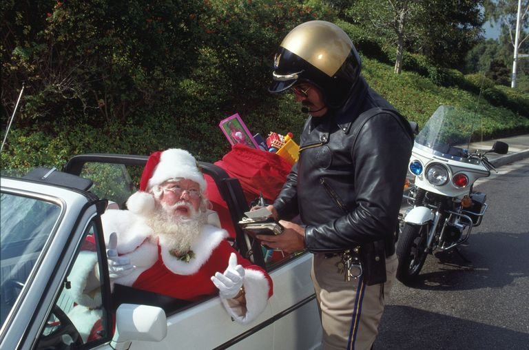 Police officer gives Santa a speeding ticket