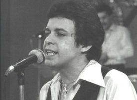 Hector Lavoe performing on stage, black and white photograph.