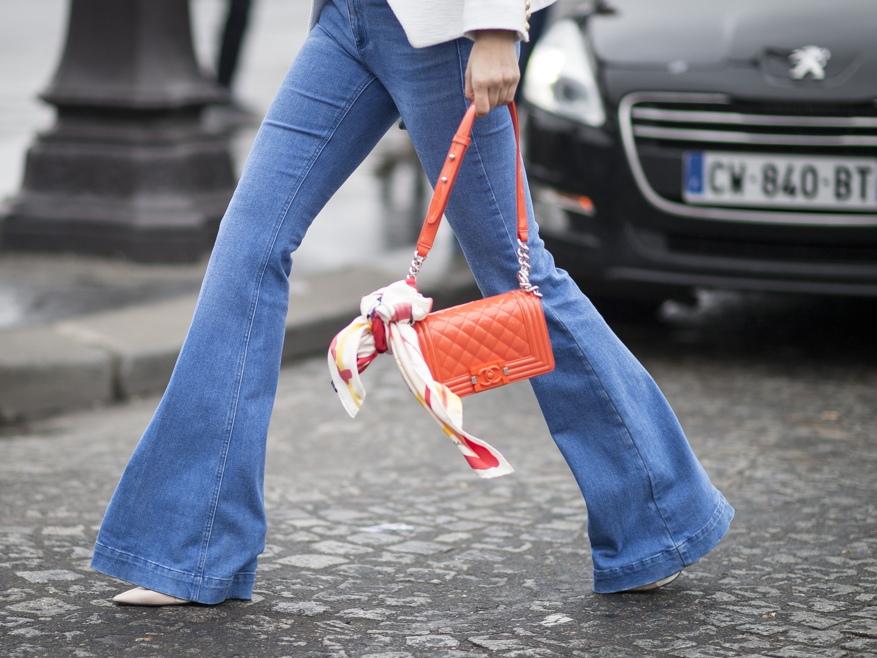 f500ab769 How to Wear Flare Jeans: 10 Fashionable Outfit Ideas