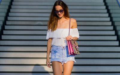 807ff0e4181 12 Stylish Ways to Wear Denim Shorts This Summer