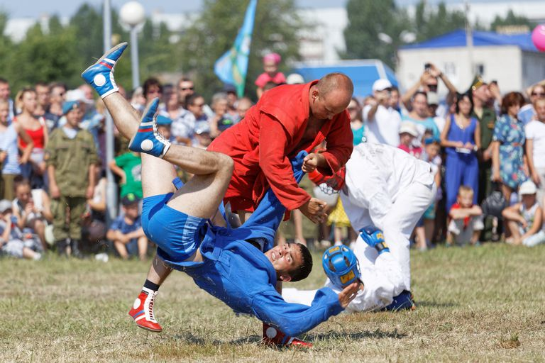 Airborne soldiers demonstrate mastery of martial arts
