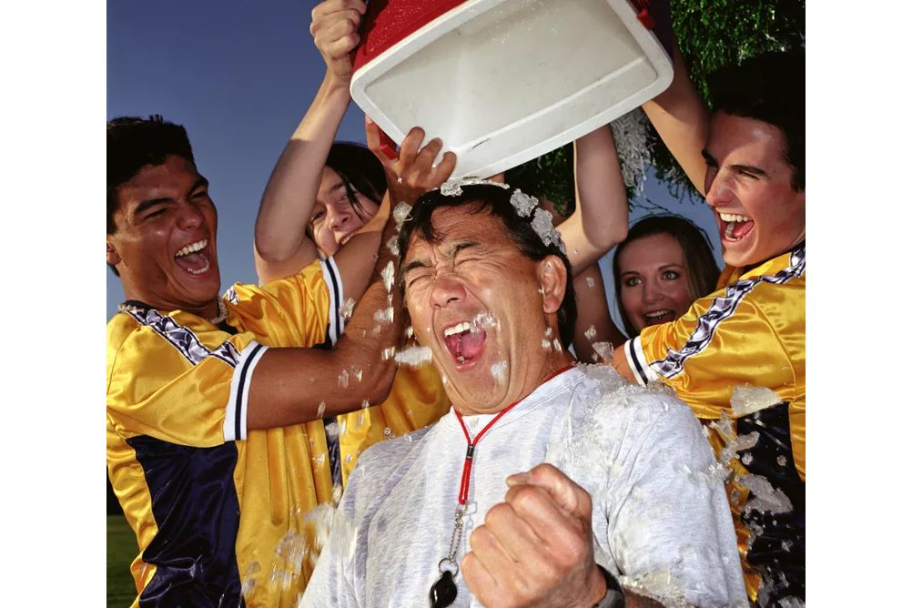 Picture of someone doing the ALS ice bucket challenge