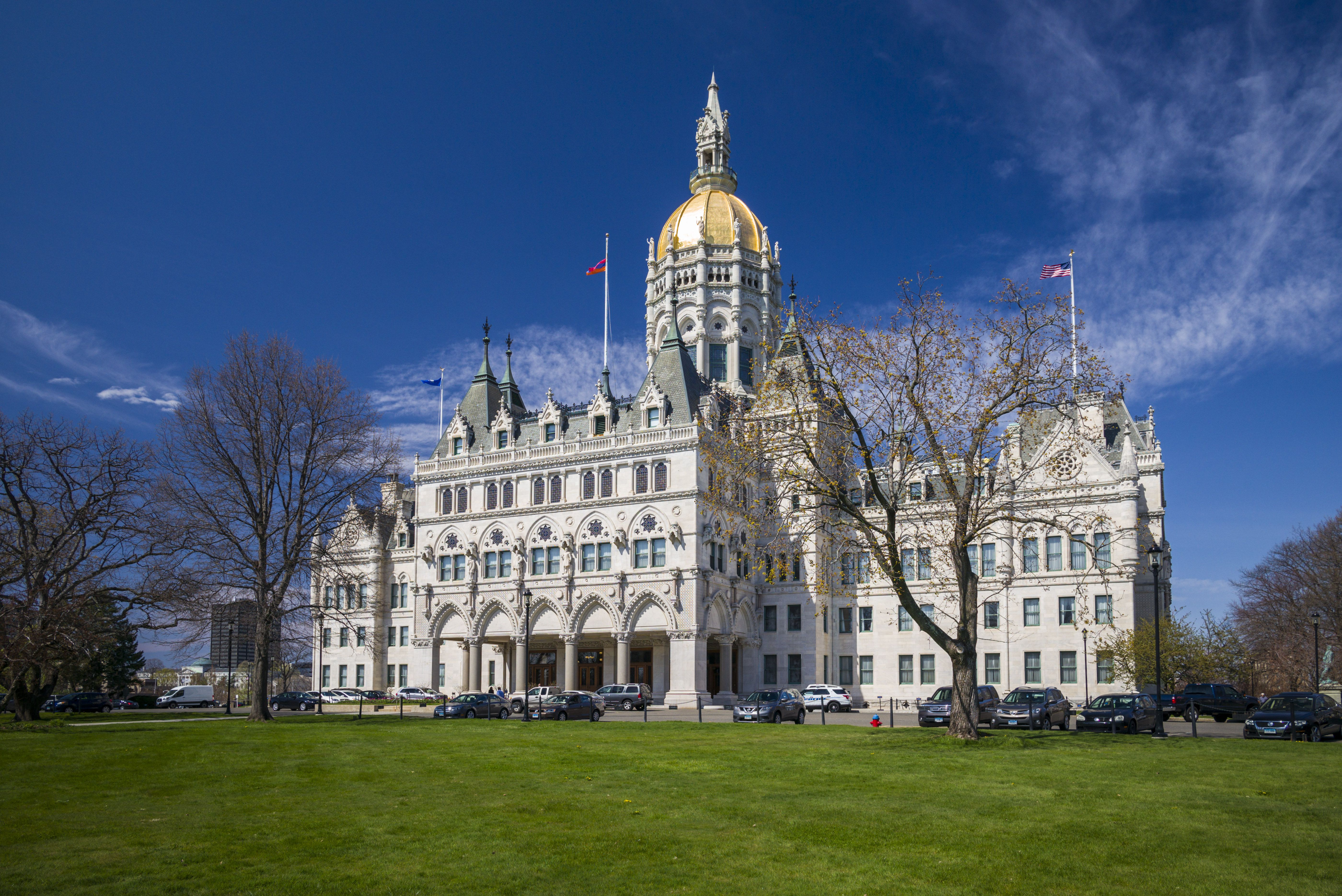 USA, Connecticut, Hartford, Connecticut State Capitol on sunny day
