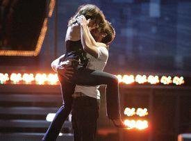 Rachel McAdams and Ryan Gosling kissing
